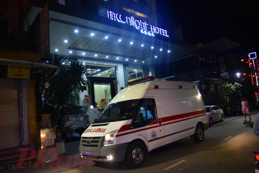 Thời điểm khách sạn Moonlight tại đường Phạm Ngũ Lão nơi BN 30, BN 49 được đưa đi cách ly tối 7/3