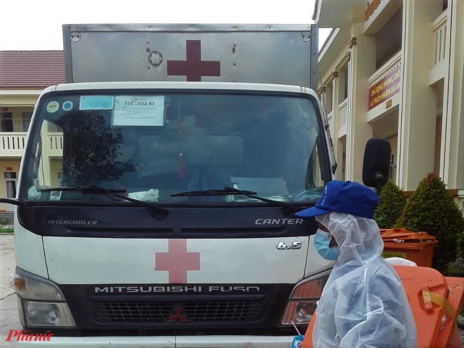 Xe thu gom rác thải nghi nhiễm virus Sars-CoV2 phải đảm bảo không gây lây nhiễm trong quá trình vận chuyển về nhà máy. Ảnh: T.S