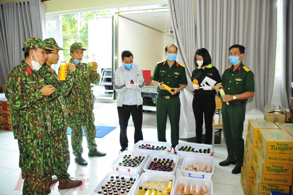 UBMTTQ TPHCM đến thăm và tiếp sức cho cho các cơ sở điều trị, các bệnh viện dã chiến, khu cách ly, y bác sĩ, nhân viên phục vụ công tác chống dich.