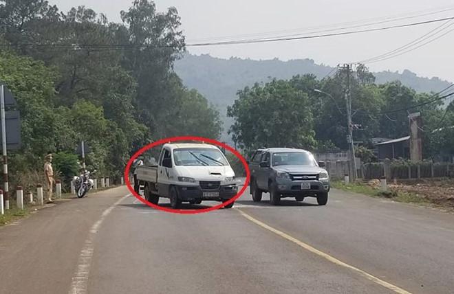 Chiếc xe ô tô bị Tùng cướp rồi bỏ chạy - Ảnh Đình Đại/Báo Thanh Niên