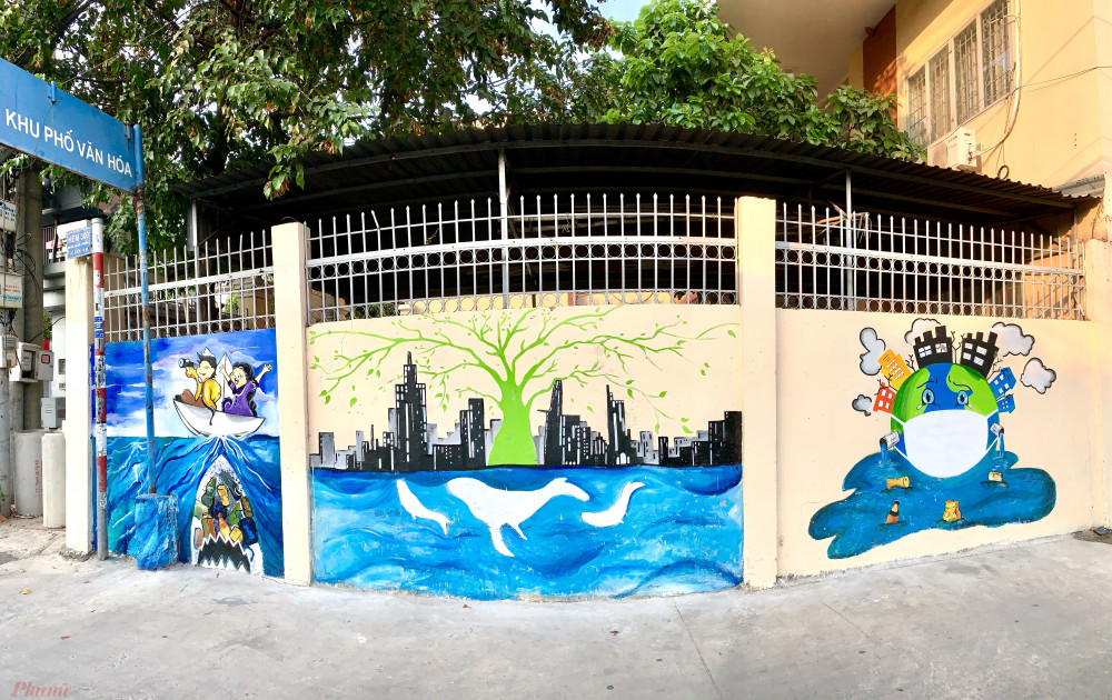 Có những bức tường chỉ vài mét như tại UBND phường 4, quận Gò Vấp...