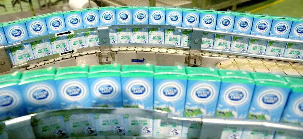Những hộp sữa tươi an toàn, tinh khiết của Cô Gái Hà Lan được sản xuất đều đặn để đảm bảo dinh dưỡng cho người dân trong mùa dịch