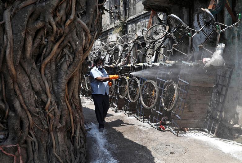 Những con hẻm tại Kolkarta, Ấn Độ đều được phun khử trùng vào ngày 30/3.