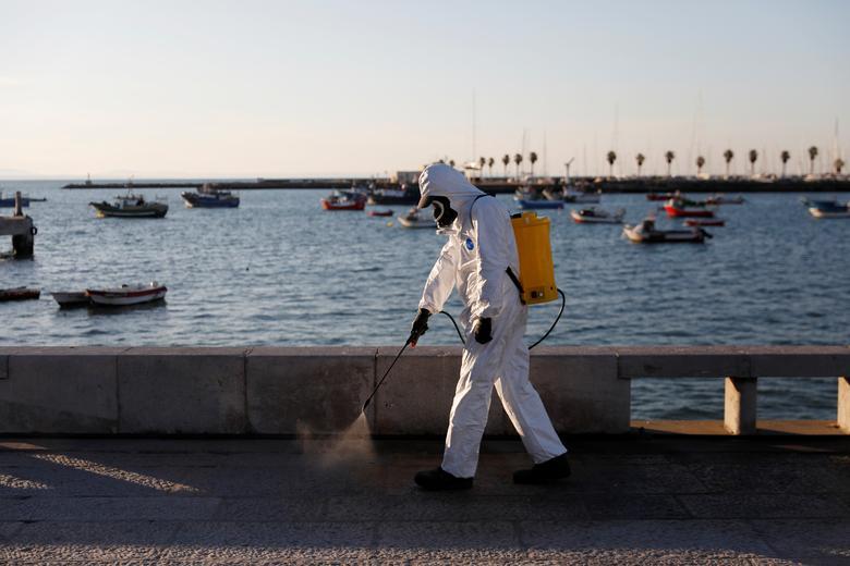 Bồ Đào Nha cho phun khử trùng những tuyến đường đê kè ven biển ngày 28/3.