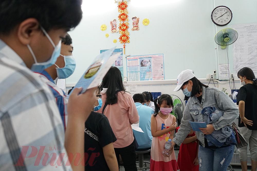 Trẻ tiêm chủng tại Viện Pasteur TPHCM.