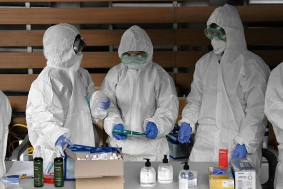 Trung Quốc báo cáo thêm 130 ca nhiễm SARS-CoV-2 không triệu chứng.