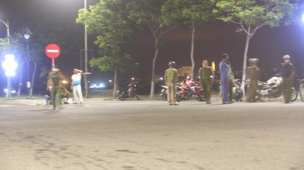 Công an Đà Nẵng phong tỏa hiện trường trong đêm