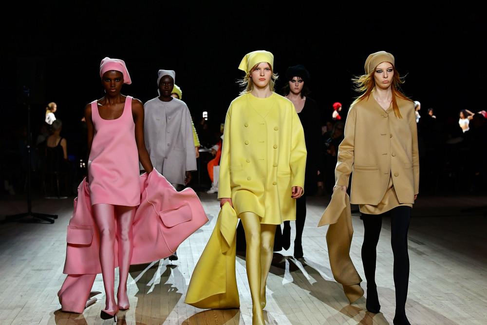 Các hãng thời trang đau đầu giải quyết lượng lượng hàng tồn kho.
