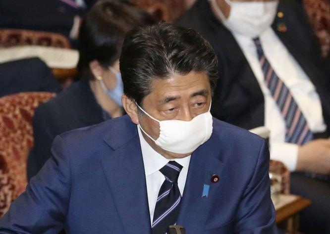 Thủ tướng Abe phát biểu tại Quốc hội Nhật Bản ngày 1/4. Ảnh: Kyodo News