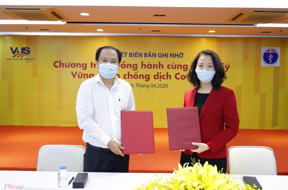 Đại diện Sở Y Tế Tp.HCM và đại diện hệ thống Anh văn Hội Việt Mỹ VUS ký kết Biên bản ghi nhớ Chương trình Đồng hành