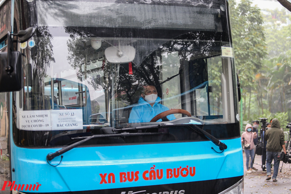 Sở GTVT Hà Nội vừa có công văn gửi Công an và Sở GTVT các tỉnh, thành phố đề nghị phối hợp trong việc vận chuyển công dân sau thời gian cách ly từ Hà Nội về các địa phương.  Cụ thể, Sở GTVT Hà Nội sẽ phối hợp với Bộ Tư lệnh Thủ đô Hà Nội và Tổng công ty Vận tải Hà Nội tổ chức các chuyến xe đưa các công dân hết hạn cách ly tập trung từ Hà Nội về các địa phương.