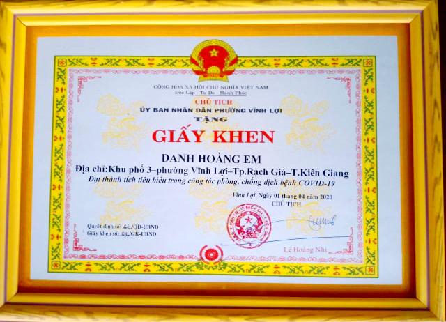 Giấy khen anh Danh Hoàng Em được UBND phường Vĩnh Lợi, TP. Rạch Giá khen thưởng đột xuất vì có thành tích tiêu biểu trong công tác phòng chống dịch bệnh COVID-19