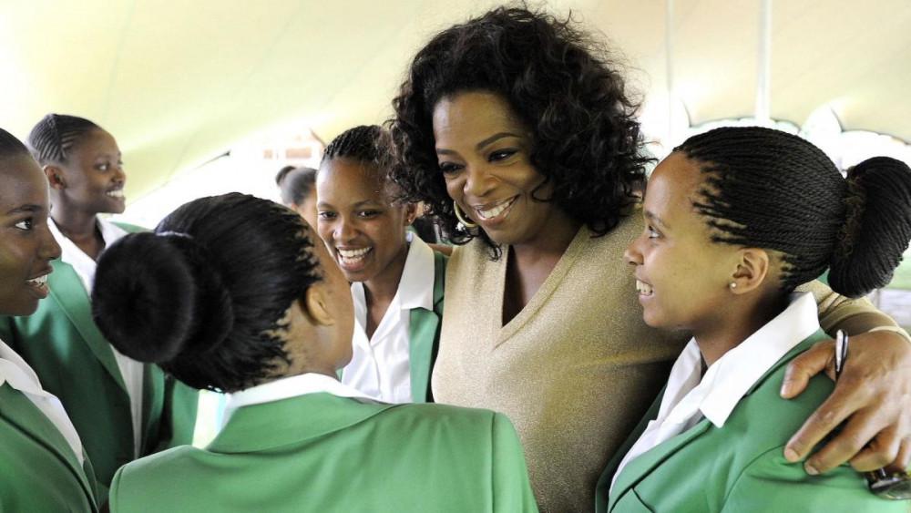 Oprah Winfrey là diễn viên, người dẫn chương trình nổi tiếng của Mỹ.