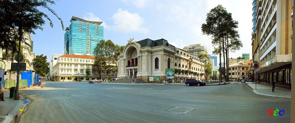 Trung tâm Sài Gòn chỉ còn vài bóng xe người giao hàng. Ảnh: Phùng Huy