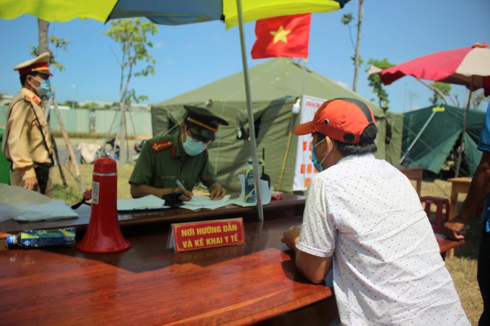 Chính quyền Quảng Nam khuyến cáo người dân nên tạm dừng di chuyển trong thời gian này để đảm bảo an toàn cho bản thân cũng như cộng đồng.