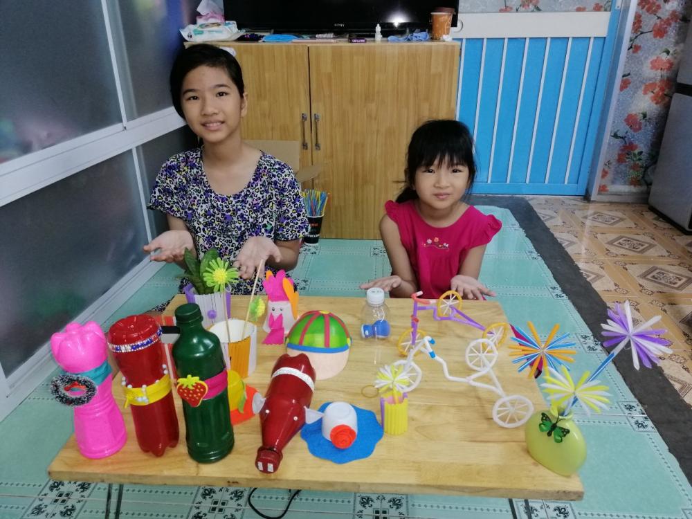 Hai con gái ngất ngây với thành phẩm của cả gia đình
