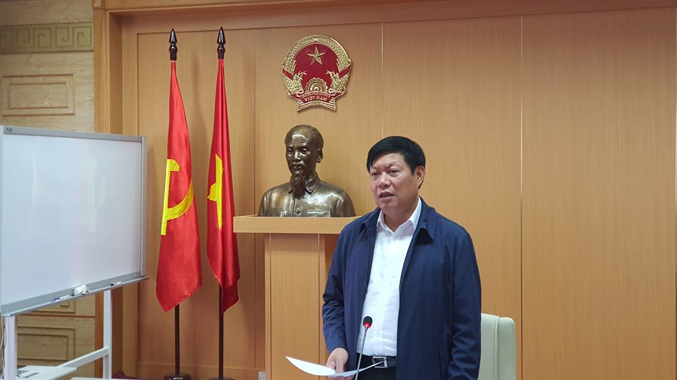 Thứ trưởng Bộ Y tế Đỗ Xuân Tuyên chủ trì cuộc họp.