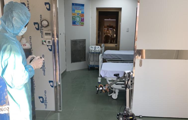 Trong thời gian tới,Sở Y tế sẽ trang bị robot khử khuẩn cho tất cả bệnh viện trong công tác tiếp nhận điều trị người mắc COVID-19.