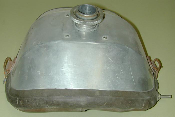 Máy áp lực âm đặt ngực vào những năm 1900.