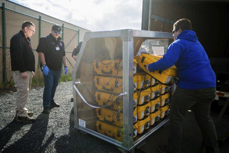 Một lô hàng máy thở được giao đến Văn phòng Quản lý Khẩn cấp hạt Yakima, tiểu bang Washington (Mỹ) - Ảnh: AP