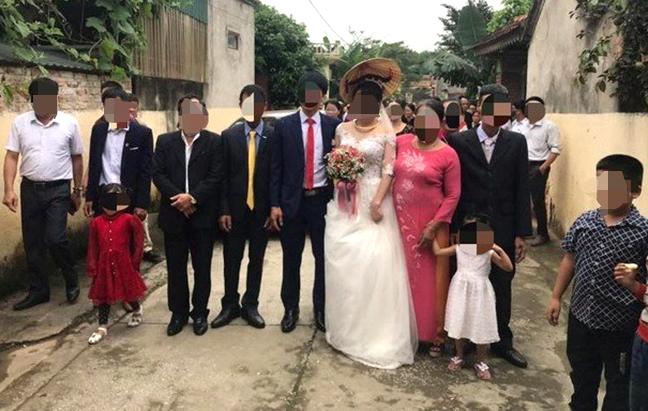 Đám cưới thu hút nhiều người tham dự gây xôn xao dư luận