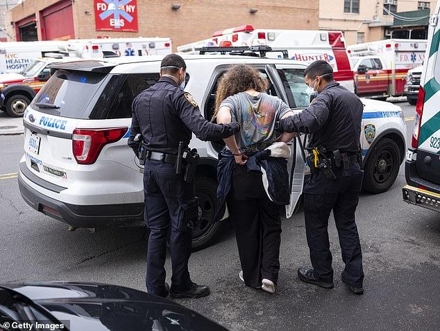 Lực lượng cảnh sát và cứu hỏa đang đánh cược sức khỏe vì mỗi hoạt động đều có thể khiến họ phơi nhiễm COVID-19.