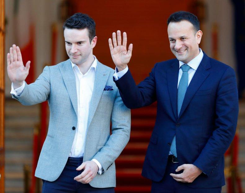 Thủ tướng Ireland Leo Varadkar (phải) và bạn tình đồng giới Matthew Barrett, một bác sĩ của Bệnh viện Đại học Mater Misericordiae - Ảnh: Newsweek/Getty Images