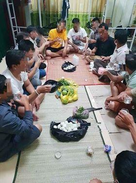 Ăn nhậu tại Khu cách ly y tế tập trung tại Trung tâm Giáo dục thường xuyên huyện Minh Hóa sau đó đăng lên Facebook