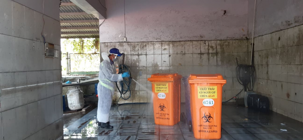 Mỗi thùng chưa rác phải qua công đoạn rửa, khử khuẩn nữa