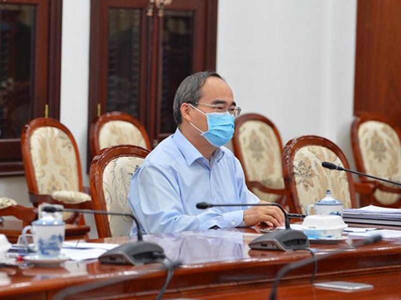 Bí thư Nguyễn Thiện Nhân phát biểu chỉ đạo tại một cuộc họp về phòng chống COVID-19