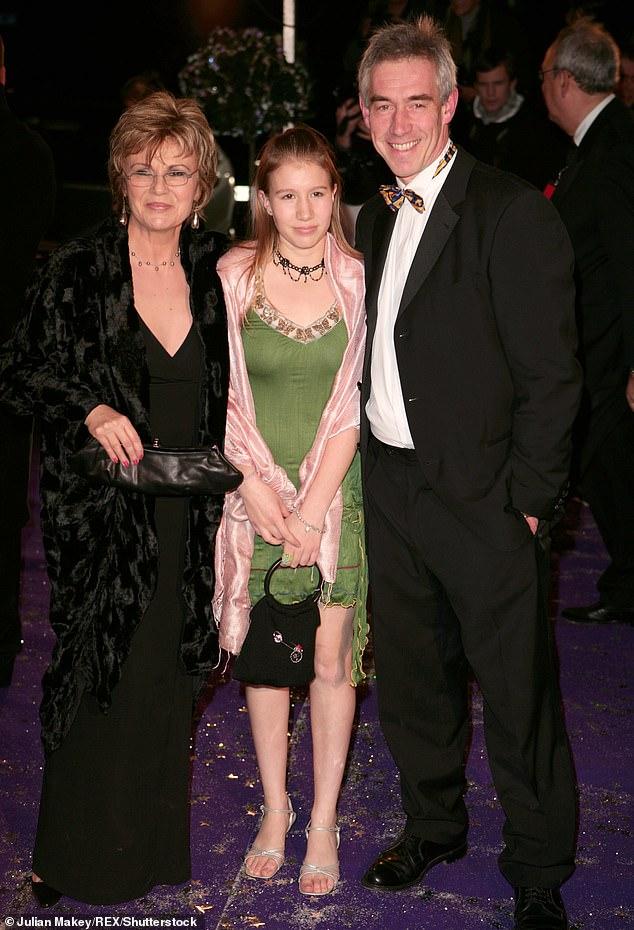 Nữ diễn viên Julie Walters, con gái và chồng.