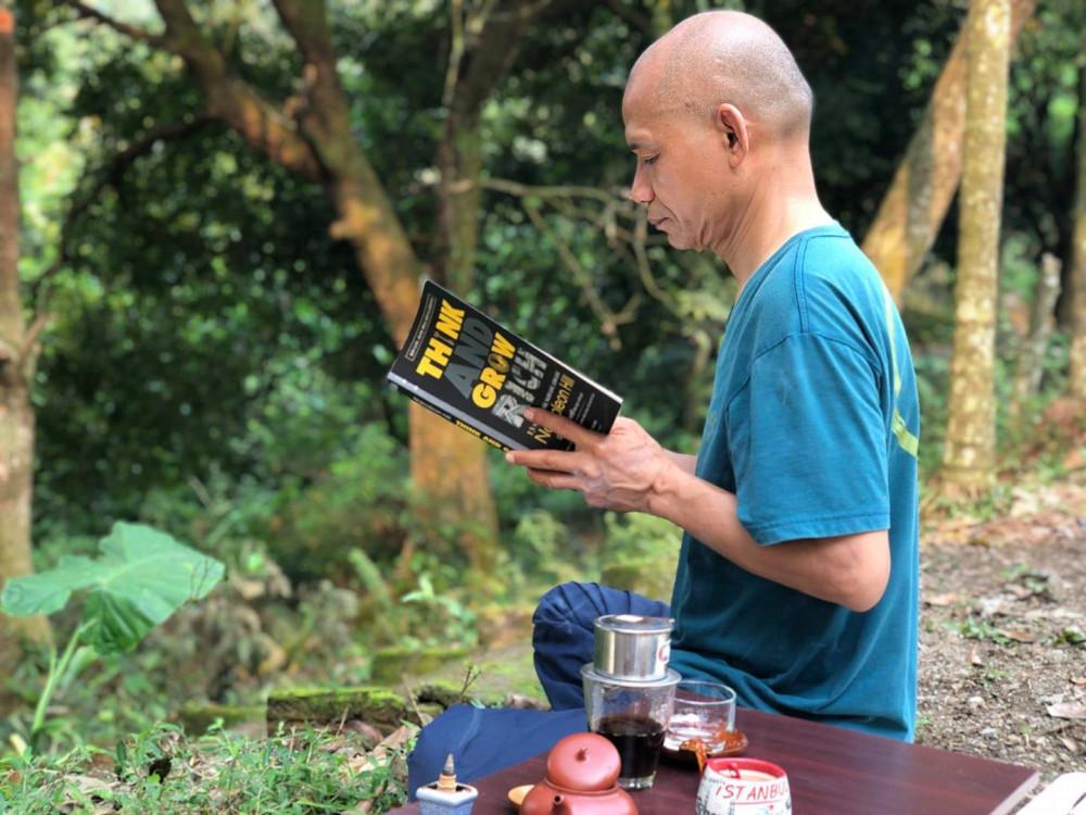 Đọc sách, thiền là những hoạt động gia đình tiến sĩ Hùng thực hiện mỗi ngày