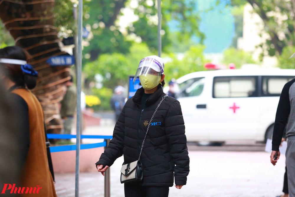 Trong trường hợp bệnh nhân được khẳng định dương tính virus SARS-CoV-2, bệnh nhân sẽ được chuyển sang bệnh viện đa khoa Đức Giang theo đúng hướng dẫn của Bộ Y tế.