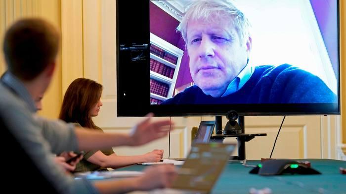 Thủ tướng Anh Boris Johnson điều hành đất nước từ phòng cách ly - Ảnh: AFP