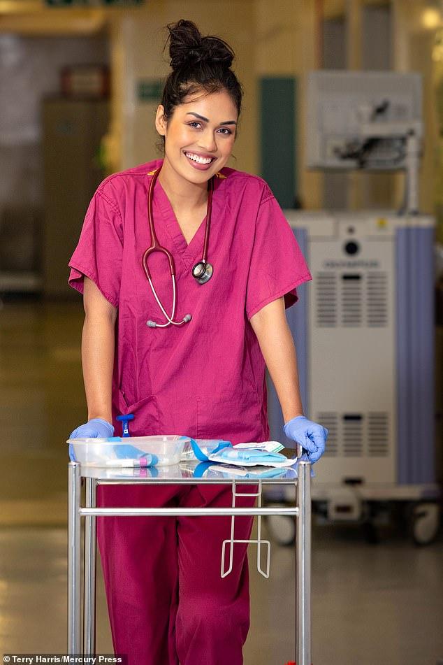 Hình ảnh Bhasha trong thời gian làm việc tại Bệnh viên trước khi thi Hoa hậu Anh.