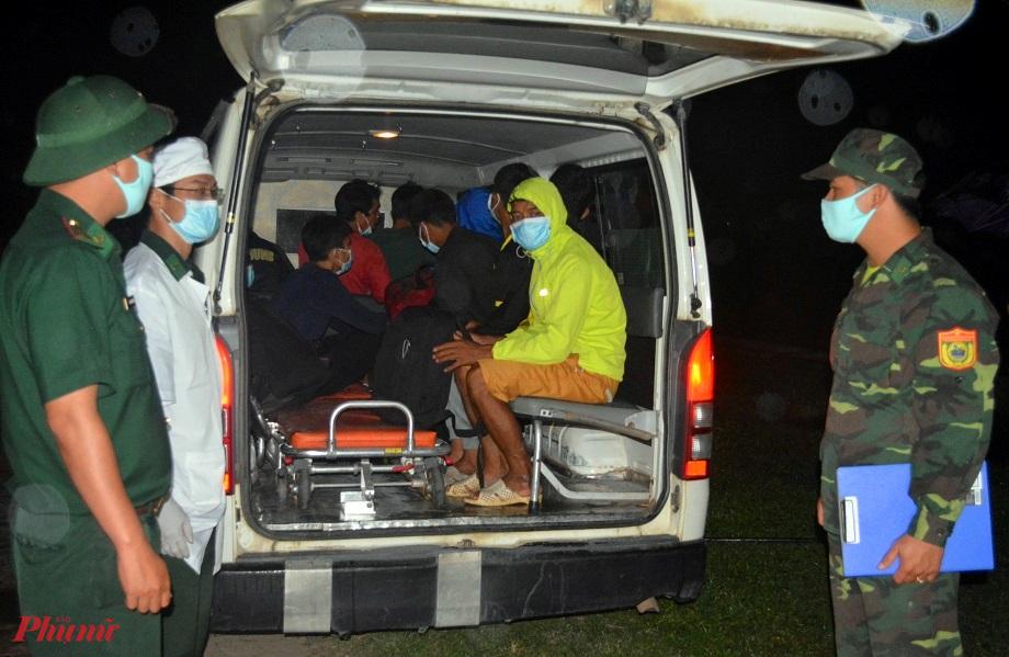 12 người vượt biên trái phép từ Lào về Việt Nam  do Đồn biên phòng cửa khẩu A Đớt phát hiện có hộ khẩu thường trú ở xã Đông Sơn ( huyện A Lưới)