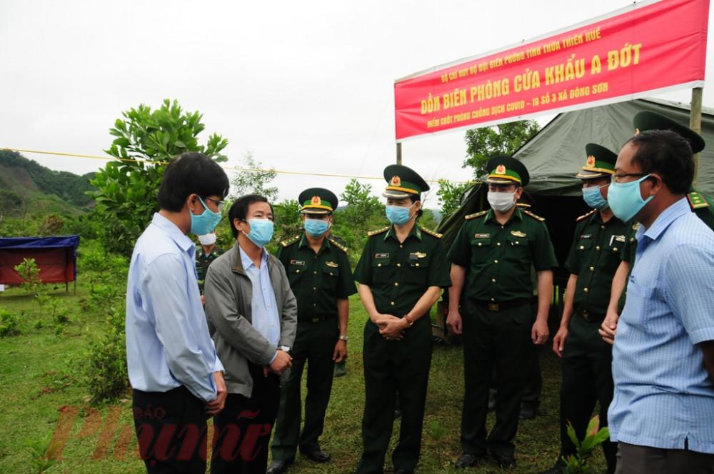 Ông Nguyễn Văn Phương – Phó Chủ tịch UBND tỉnh Thừa Thiên – Huế kiểm tra chốt chặn tại Đồn Biên phòng A Đớt (A Lưới)