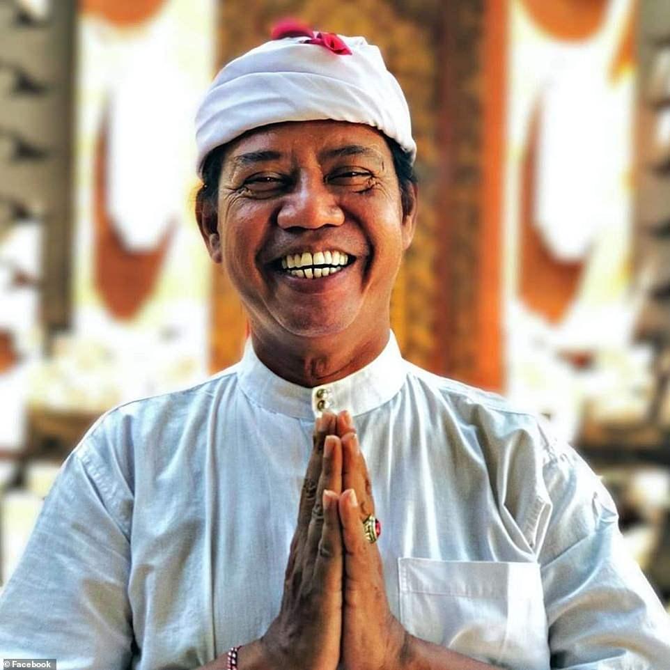 Mangku Nyoman Kandia (ảnh) đã điều hành các tour du lịch trên đảo trong hơn 35 năm và cho biết sự bùng phát của virus đã gây thiệt hại cho nền kinh tế nhiều hơn so với vụ đánh bom ở Bali.