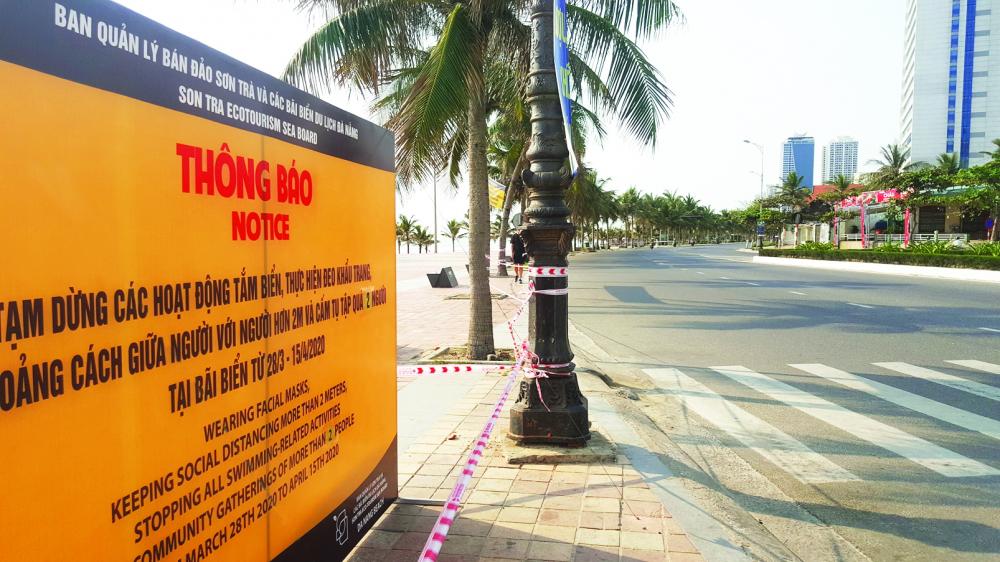 Buổi sớm tại con đường dọc biển và bãi biển Mỹ Khê (TP.Đà Nẵng) Ả NH: TRUNG VIỆ T
