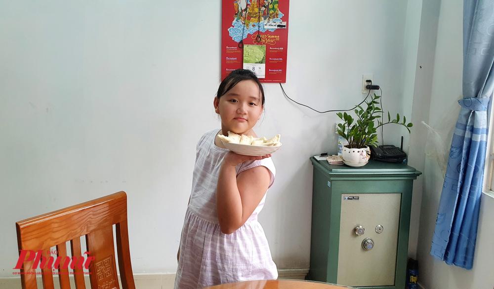 Bé Thiên Ý - 10 tuổi.