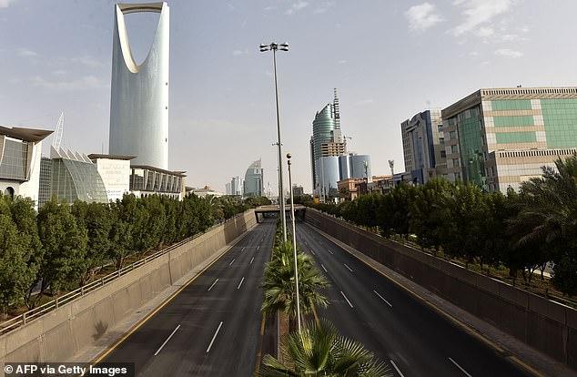 Một số thành phố của Saudi bao gồm thủ đô Riyadh nằm dưới lệnh giới nghiêm 24 giờ do Bộ trưởng Nội vụ áp đặt.