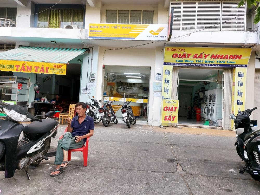 """Lần theo bản đồ ghim trên trang """"Mua sổ bảo hiểm"""", chúng tôi đến nơi thì thấy đây là trụ sở Bưu điện Lê Hồng Phong"""