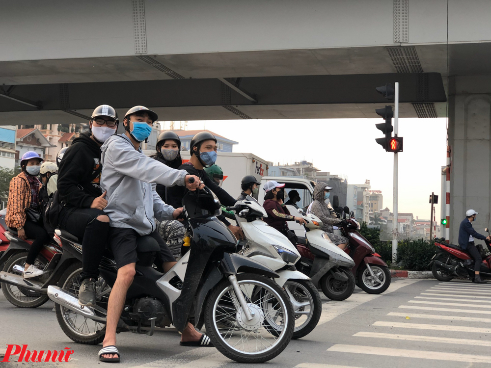 Mặc dù vẫn phát hiện ra ca nhiễm mới trong nhiều ngày nay, nhưng nhiều bạn trẻ đã tỏ thái độ chủ quan khi ra đường.