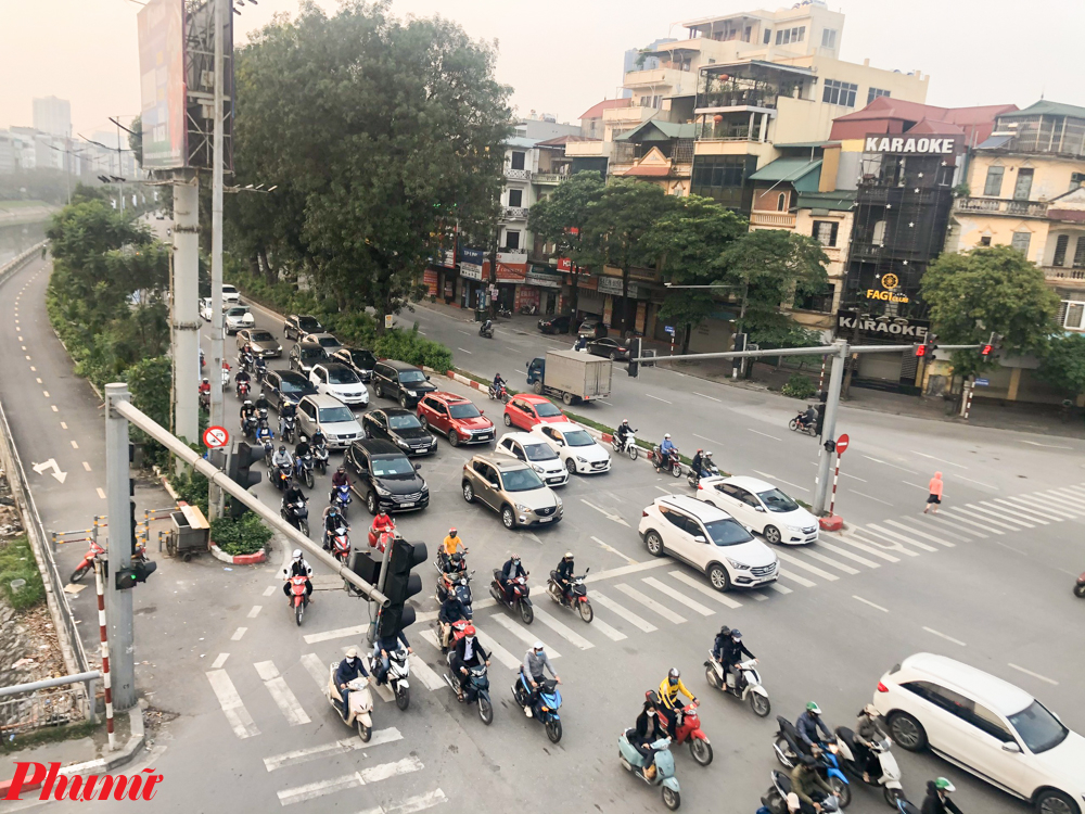 Theo ghi nhận của phóng viên báo Phụ Nữ, chiều ngày 9/4, đường phố Hà Nội đã không còn sự vắng vẻ của nhiều ngày trước đó.