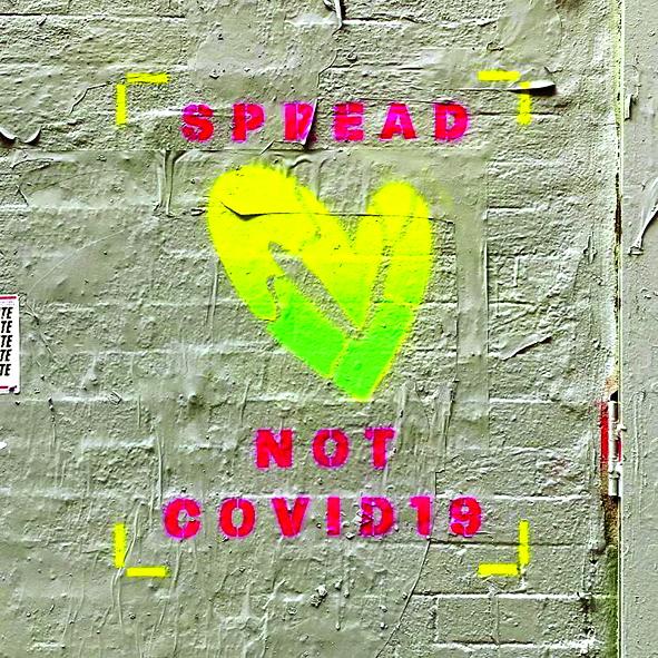 """Nghệ sĩ Jason Naylor từ thành phố New York, Mỹ đưa ra thông điệp đơn giản: """"Hãy lan truyền tình yêu chứ không phải COVID-19"""""""