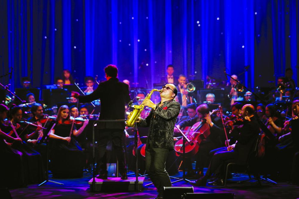 Biểu diễn cùng dàn nhạc giao hưởng Sun Symphony Orchestra