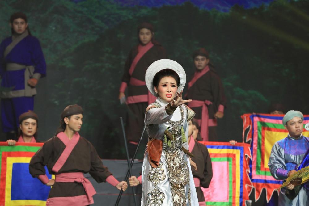 Nghệ sĩ cải lương Nhã Thy cũng góp phần vào việc lan tỏa thông tin phòng, chống dịch bệnh thông qua nghệ thuật truyền thống