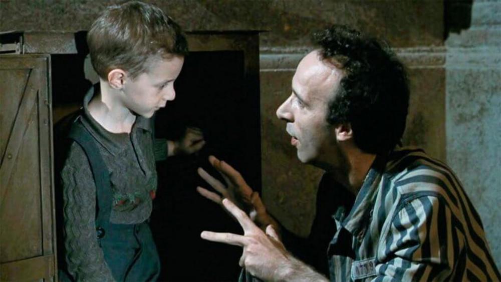 Màn đối thoại giữa người cha và con trai trong phim.