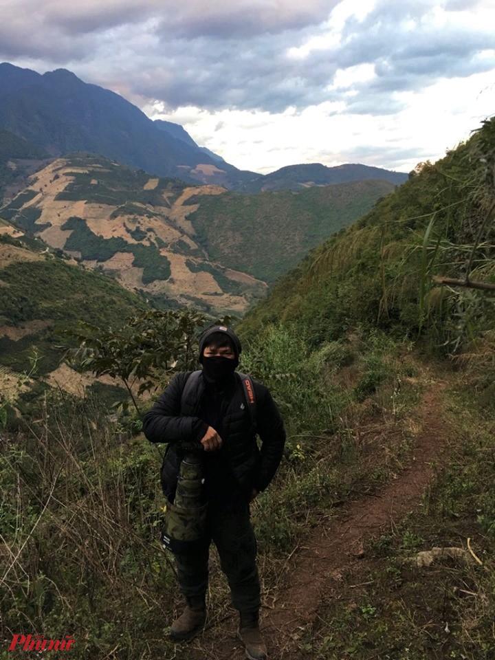Anh H.VT. trong một lần bang rừng tìm chim thiên đường ở Trung Quốc nhưng không gặp được chim thiên đường. Ảnh: NVCC