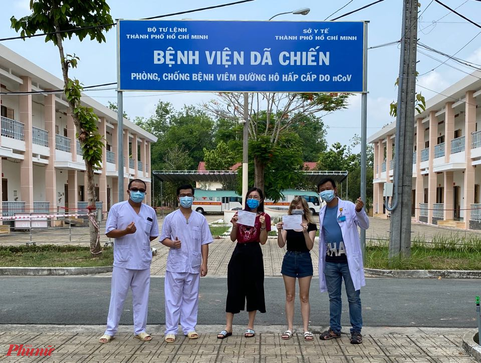 Hai bệnh nhân mắc COVID-19 điều trị tại Bệnh viện Dã chiến (huyện Củ Chi, TPHCM) đã khỏi bệnh.